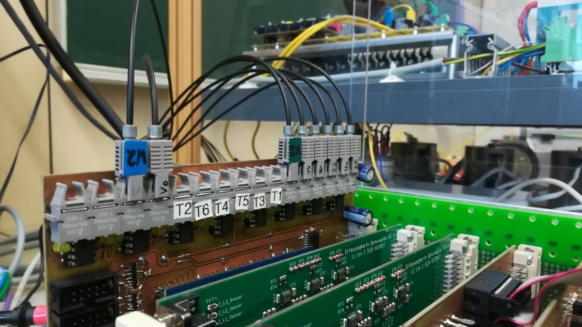 Serien-Parallel-Konfiguration eines Elekrolysegleichrichters (c)